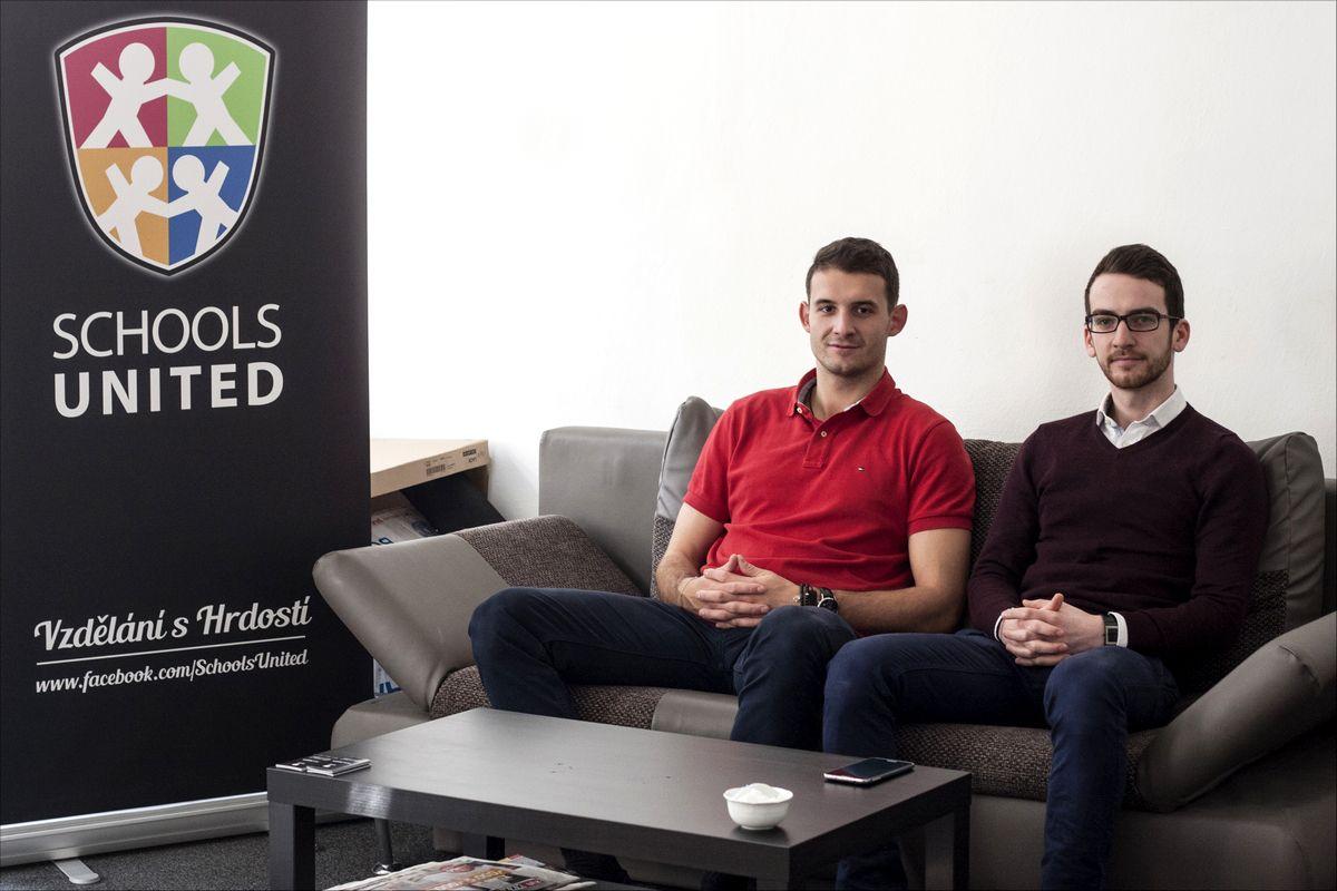 Filip Mayer a Radim Nigrin (vpravo) jsou důkazem toho, že úspěšně podnikat se dá i popři studiu. Navzájem si hodně pomáhají a dělí práci, dle toho kdo má jak nároční semestr.