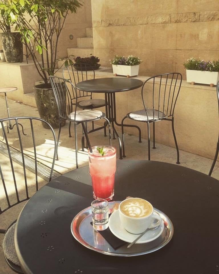 Monolok cafe, Vinohrady