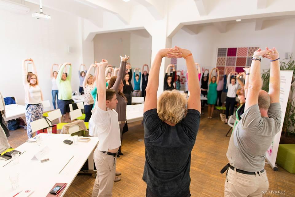 Yoga v kancelářích Prahy