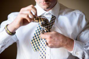 Vázání kravaty a výběr správného uzlu