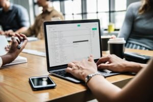 e-mail nebo formální dopis