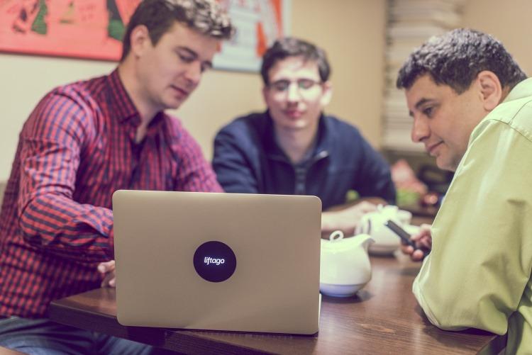 Pracovní momentka s CEO Liftago Jurajem Atlasem a Robertem Vojáčkem zodpovědným za růst firmy