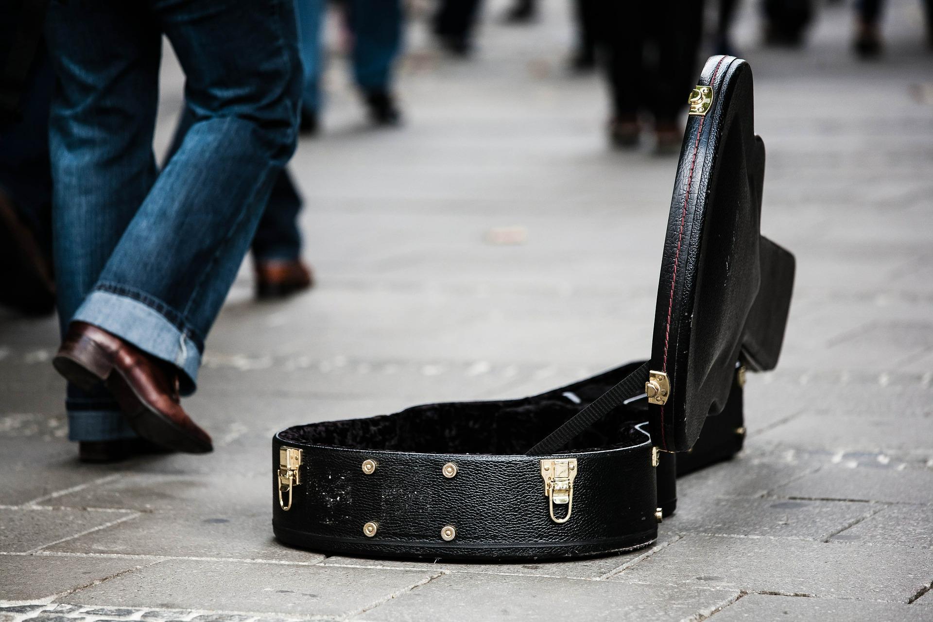 guitar-case-485112_1920