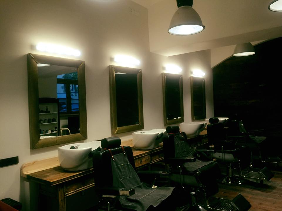 Eddie's Barber holičství zevnitř