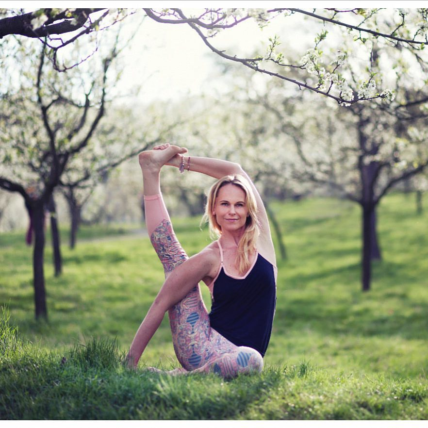 yoga Veronika Carmanová
