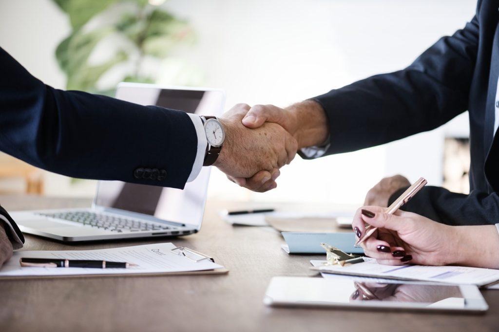 Dohoda o provedení práce - podání ruky